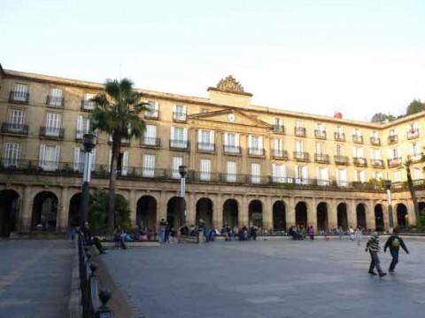 guia bilbao 1 PLAZANUEVA41 480x359 Plaza Nueva